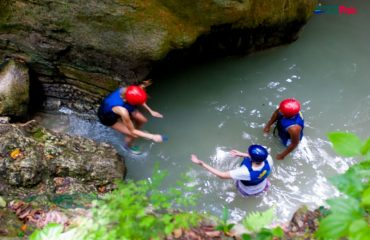 1-2-3! This is a matter of a team, team building at Damajagua Waterfalls